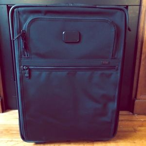 "NWT Tumi alpha 2 wheel 22"" suitcase in black"